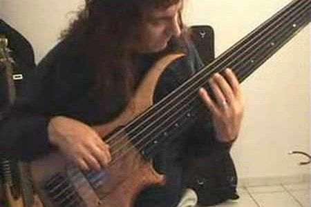 Fretless + 7 strings + J.S. Bach = Awesome