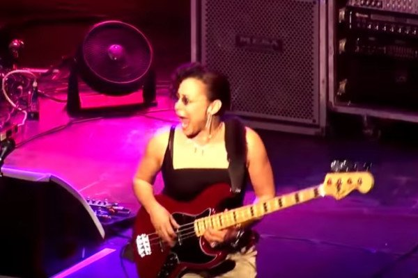 Jeff Beck Tour: Rhonda Smith Live Bass Solo/People Get Ready