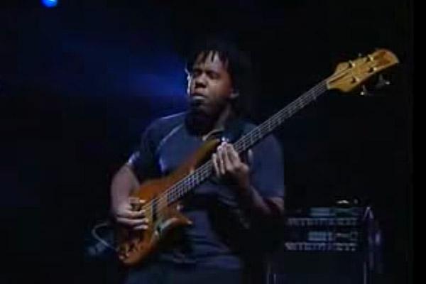 Victor Wooten: Ari's Eyes (Bass Day 2002)