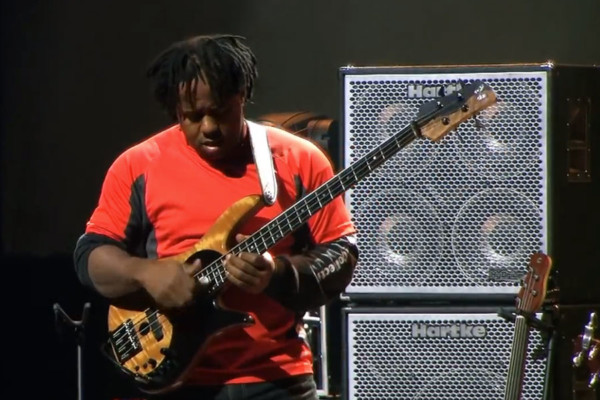 Victor Wooten: God Rest Ye Merry Gentlemen and Christmas Song Bass Solo