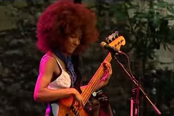Esperanza Spalding: I Know You Know / Smile Like That Live