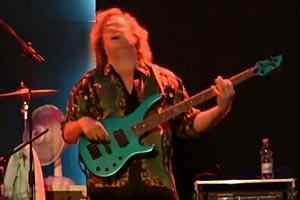 Stu Hamm, Greg Howe and Dennis Chambers: Sunny (Live)