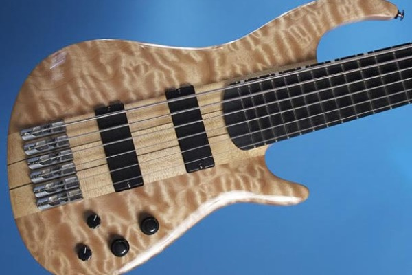 Bass of the Week: Knuckle Guitar Works Quake Bass