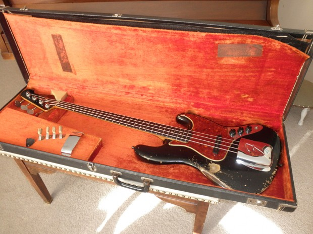 1963 Fender Jazz Bass in case