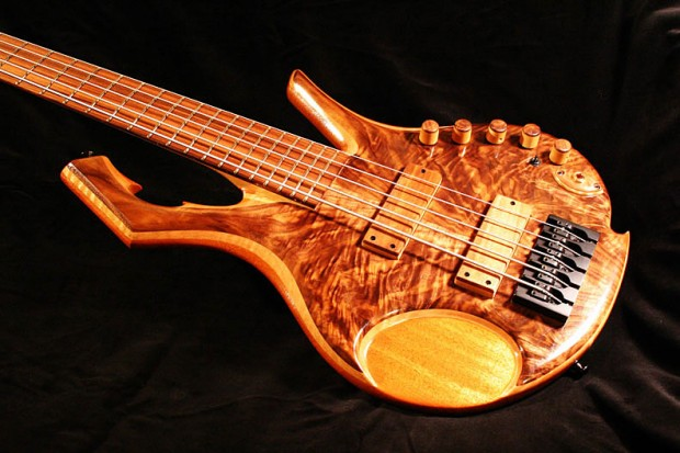 Browne Basses Milo Bass - body