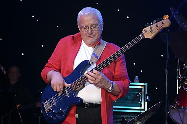 Jerry Scheff performing
