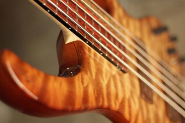 Fibenare Guitars Globe Bass body angle view