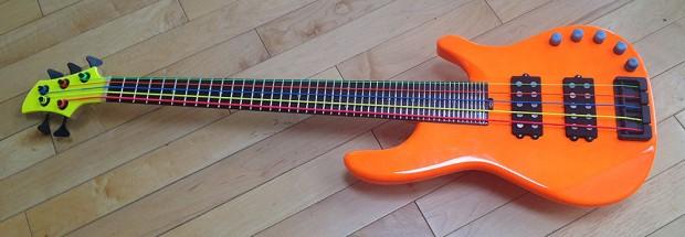 MonoNeon Microtonal Bass