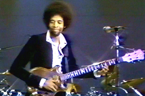 "Stanley Clarke: ""Lopsy Lu"" (1976 Downbeat Awards Performance)"