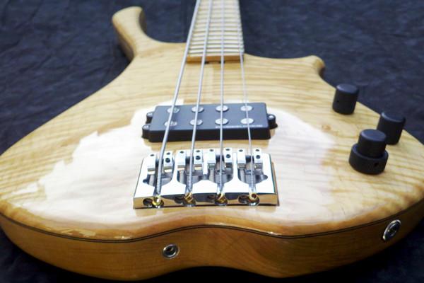 Bass of the Week: Scott Guitar Works SB-2