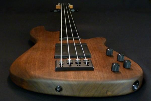 Bass of the Week: Franz Bass Guitars Danny Fox Merak 4