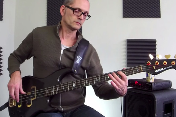 Bass Lick Series: Funky Fingerstyle Bass Groove in Dm