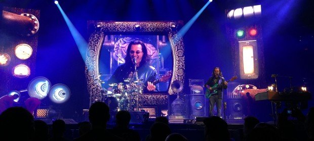 Geddy Lee Singing while Playing Bass