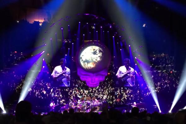 "Dead & Company: Oteil Burbridge's ""Eyes of the World"" Solo"