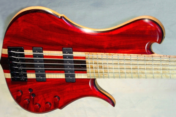 Bass of the Week: Mana Basso Glade 6-String
