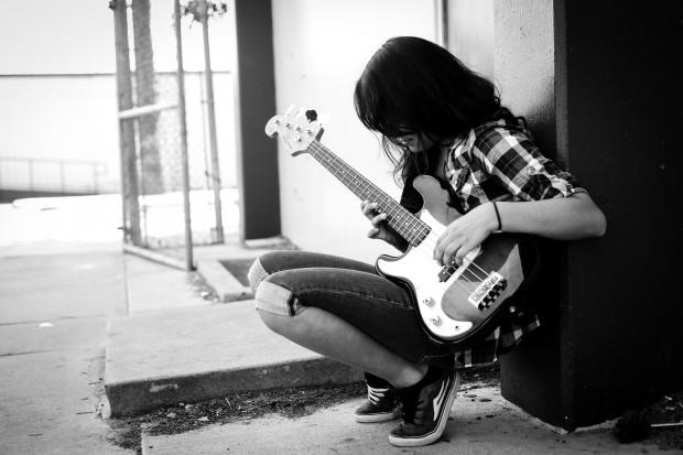 Lefty Bass Player