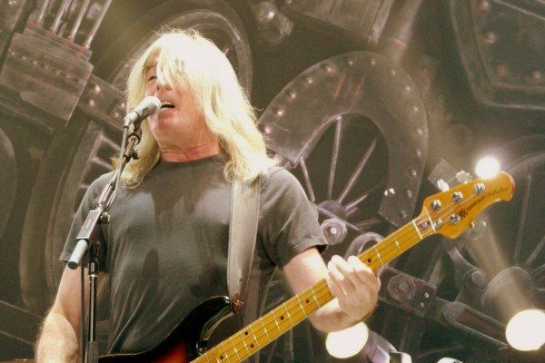 Cliff Williams Announces Retirement from AC/DC
