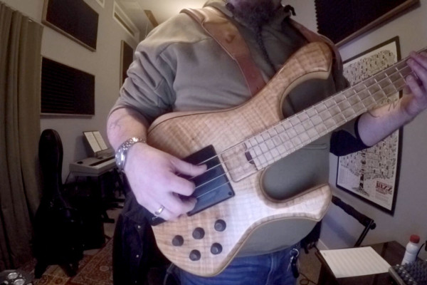 Applying Three-Finger Right Hand Bass Technique
