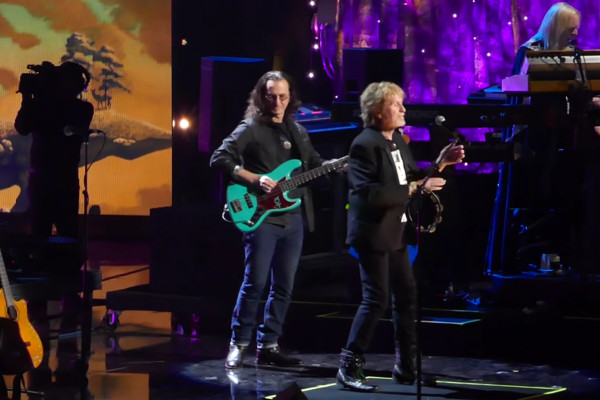 Yes with Geddy Lee: Roundabout, Live