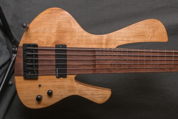 Bass of the Week: CG Lutherie Lyra