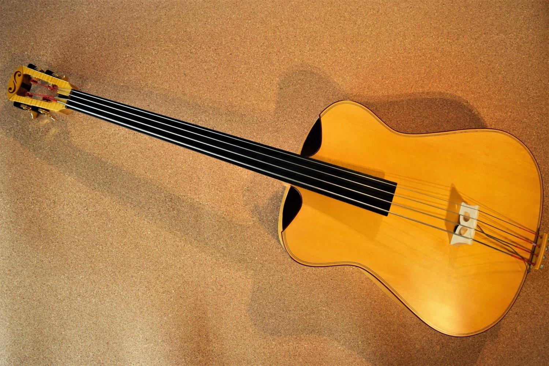 Safran Basses Iris Bass