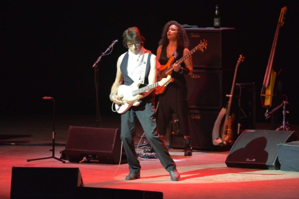 Rhonda Smith Joins Jeff Beck for Summer Tour