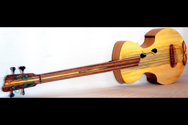 Bass of the Week: Urbaniak Not Pear 003