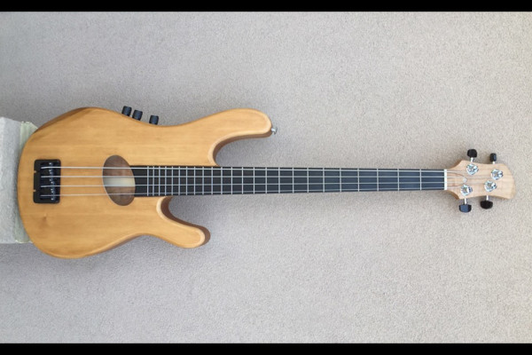 Bass of the Week: Kinal Guitars Kompact 4