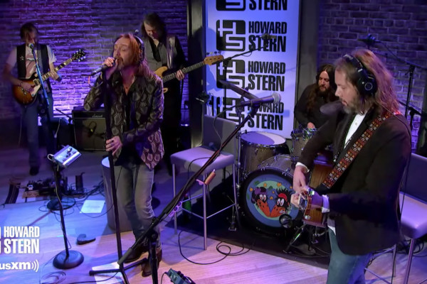 """The Black Crowes """"She Talks to Angels"""" on the Howard Stern Show"""