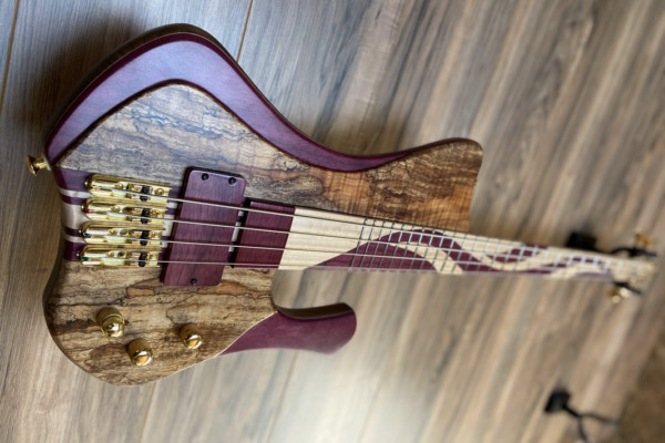 Bass of the Week: MG Bass Guitars New Extreman
