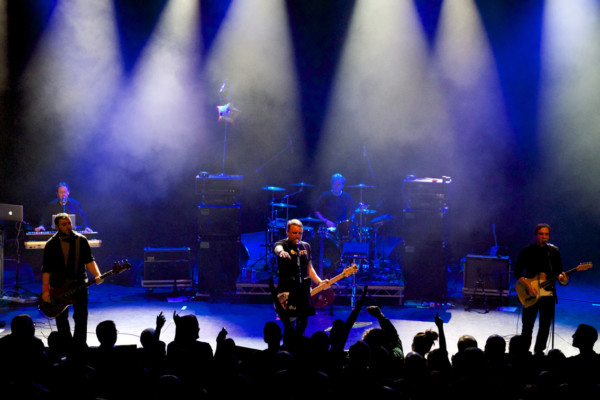 Peter Hook & The Light Stream Mexico City Concert to Aid Road Crew