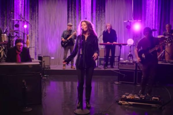 Edie Brickell & New Bohemians: Stubborn Love (Live)