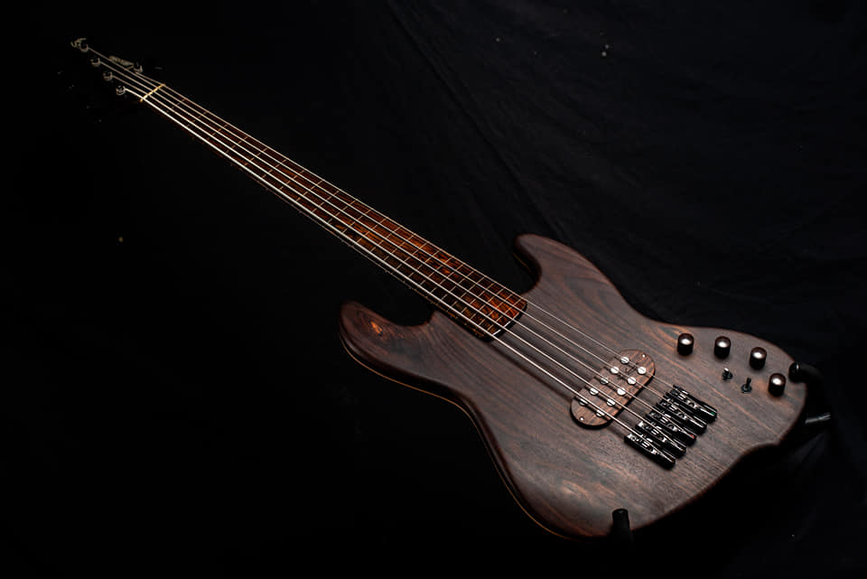 Leones JB 541FR Rosewood Bass Angle