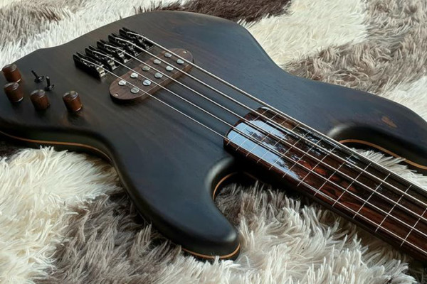 Bass of the Week: Leones JB 541FR Rosewood
