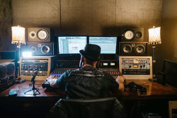 Recording Bass: What To Expect For Your First Studio Experience